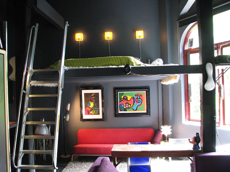 Mezzanine in a children's room – a secret base for your youngster