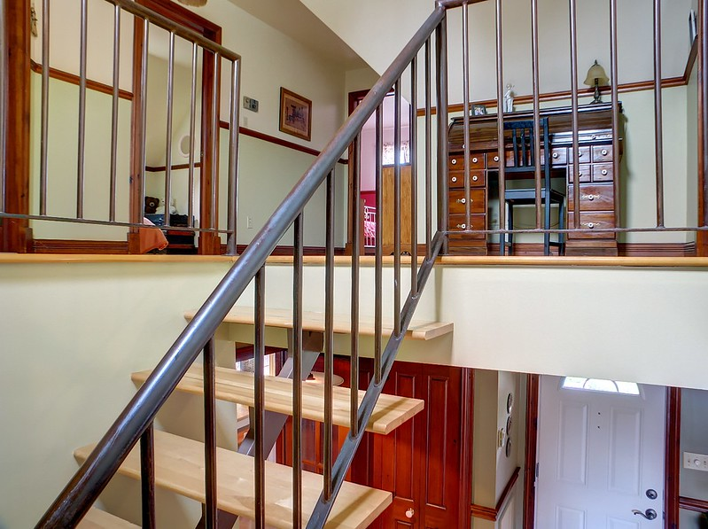 How high should a mezzanine be?