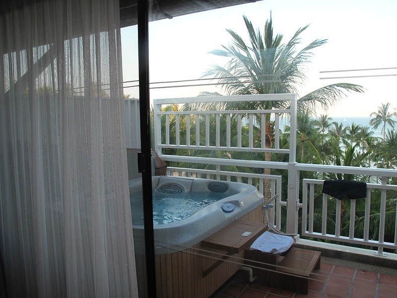 Small balcony ideas - jacuzzi on balcony