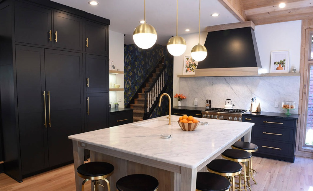 Black kitchen golden decorations