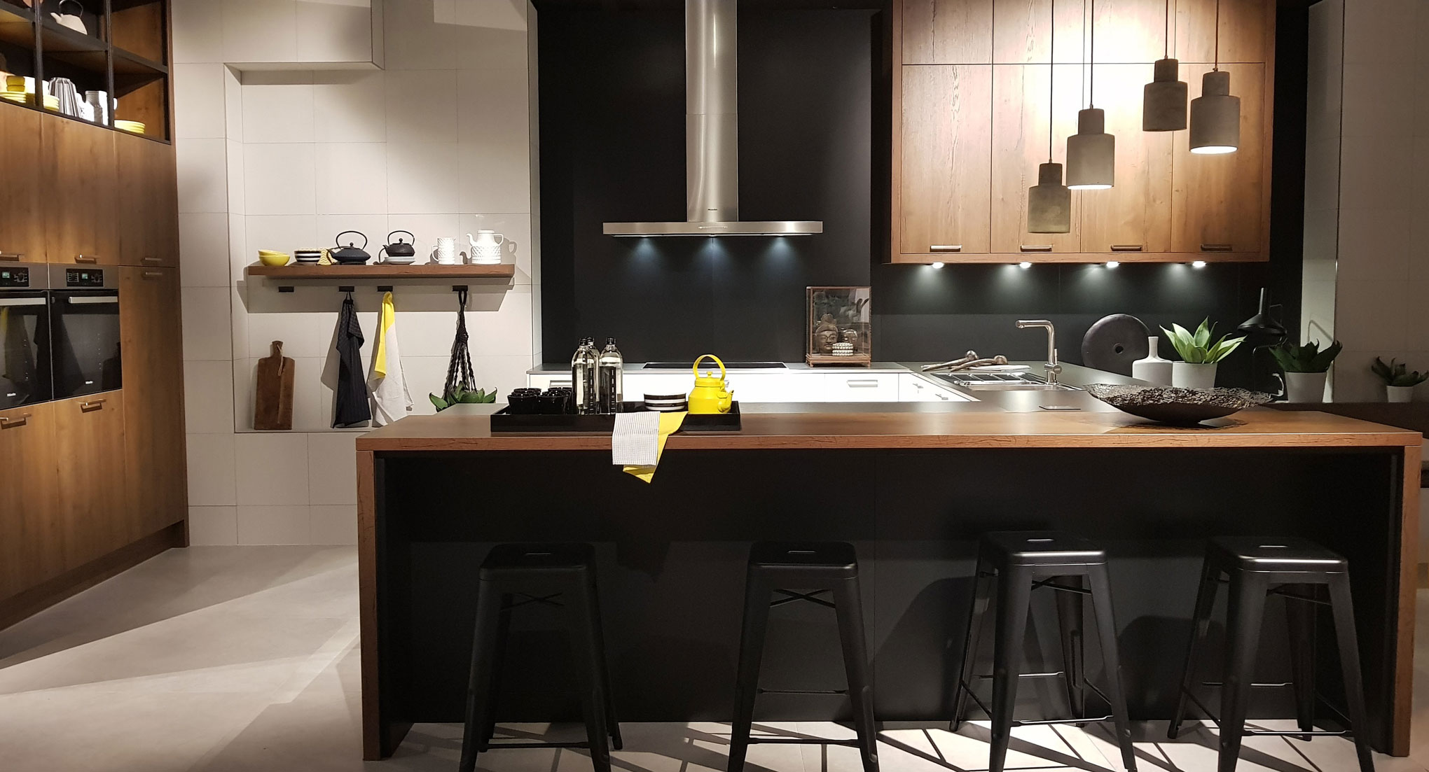 Black kitchen wood
