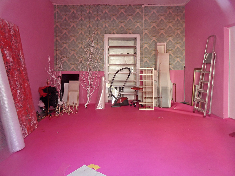 Fuchsia - is it a good color for walls?