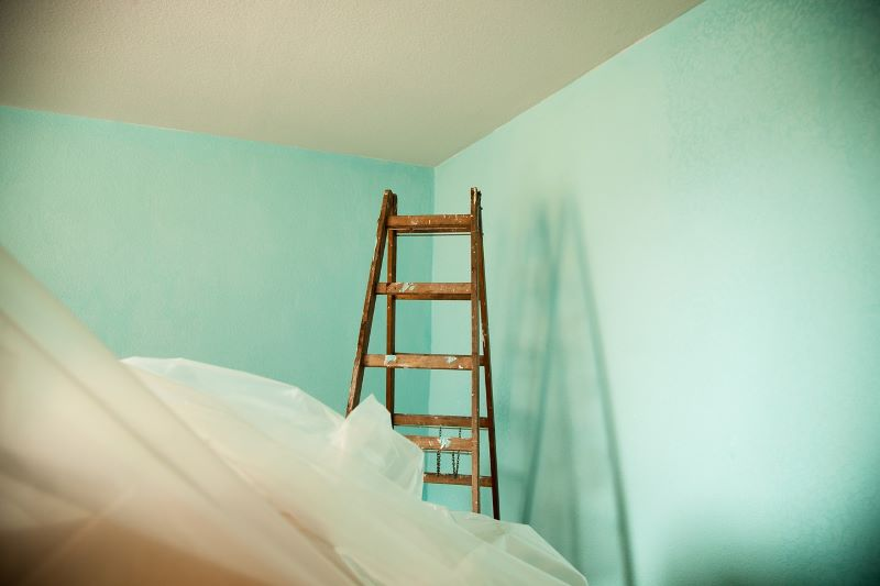 How to paint a ceiling?