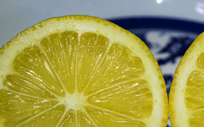 How to clean an iron using lemon juice