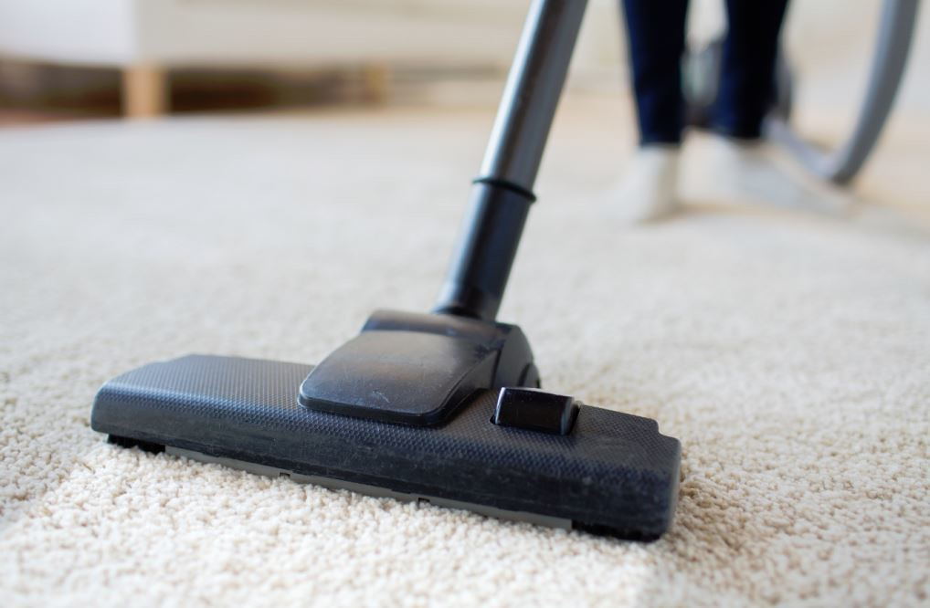 How to Clean Carpet Yourself? Best Solutions for Dirty Carpet