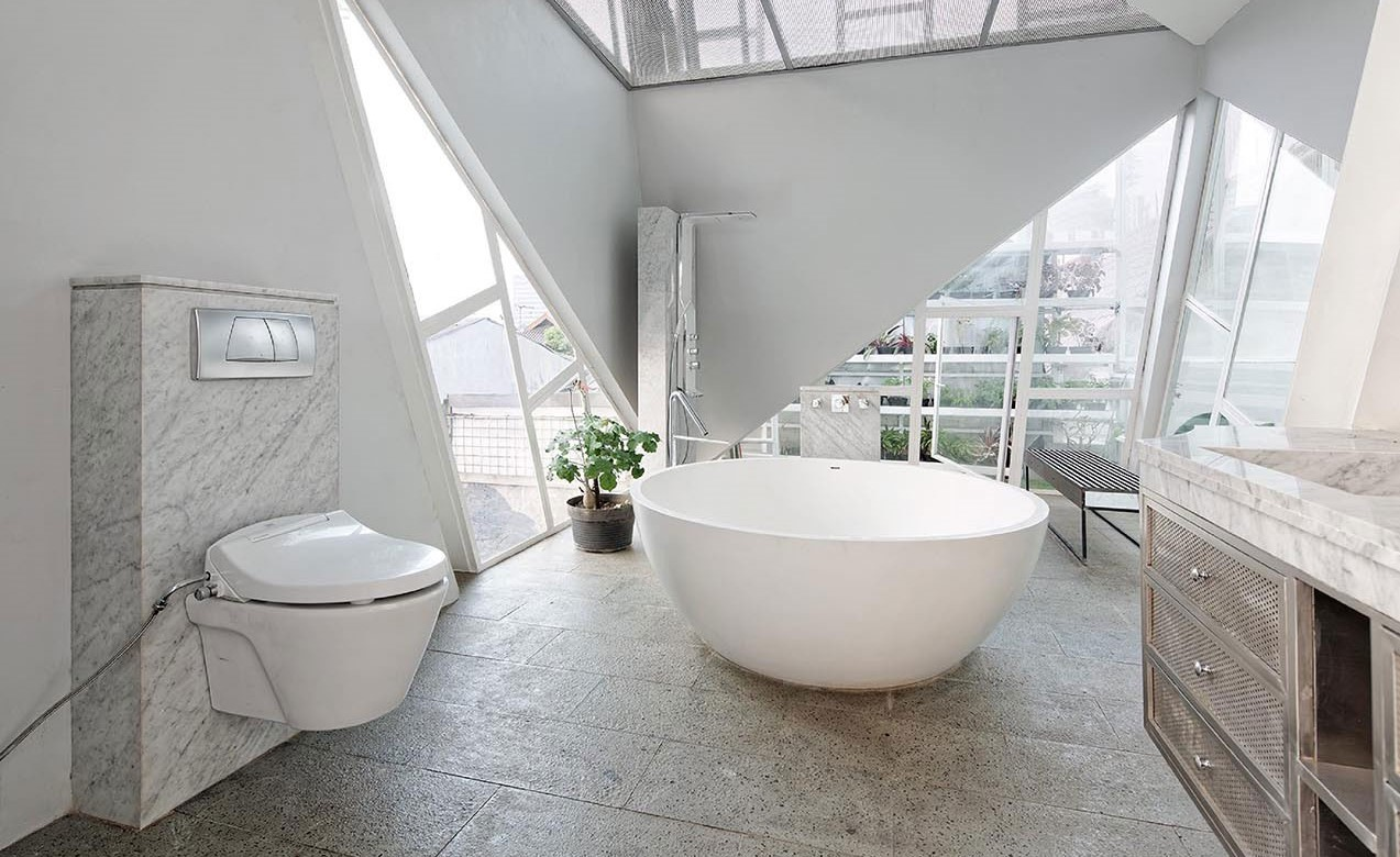 Attic Bathroom – How to Create a Functional Space?