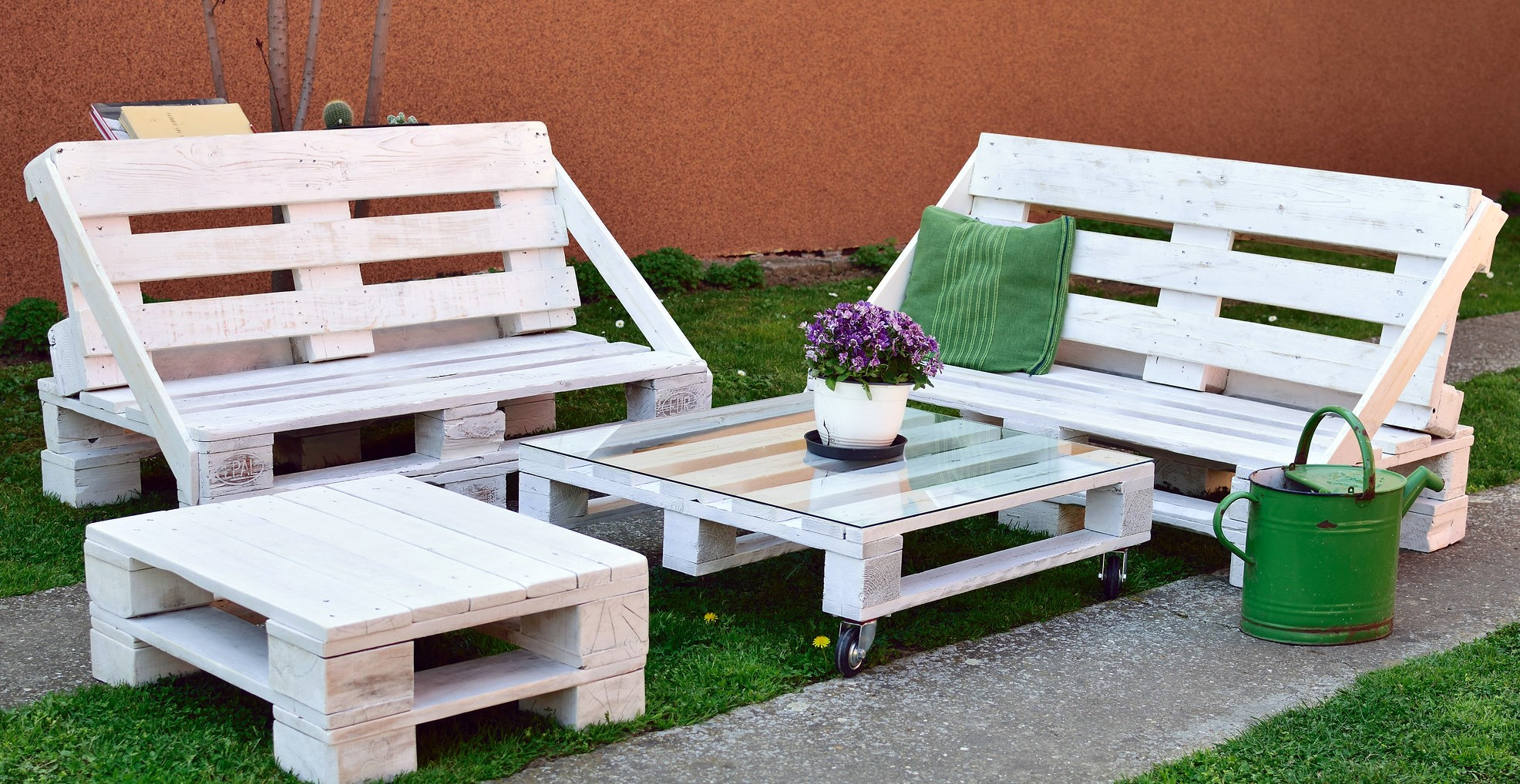 Pallet furniture - step by step
