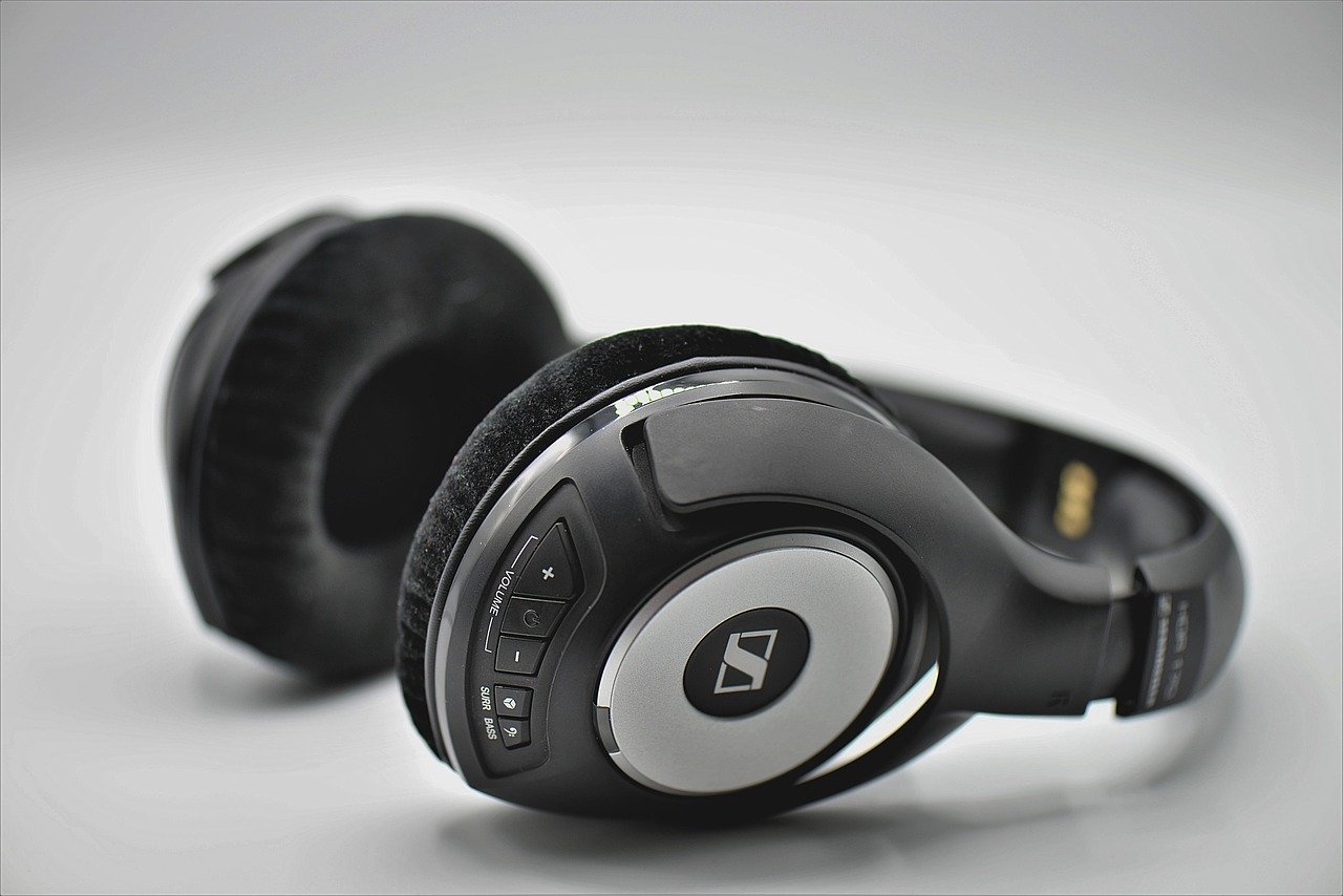 Wireless headphones - a Christmas gift for a boyfriend who loves music