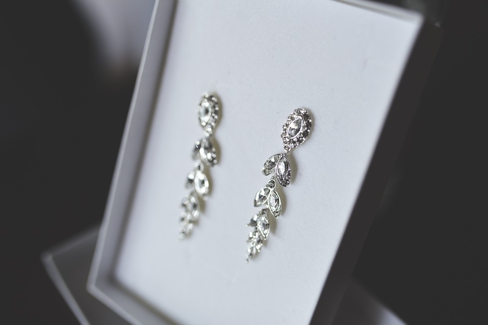 Earrings of jewelry - a perfect Christmas gift for wife