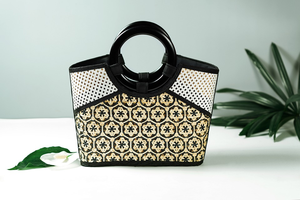 An excellent handbag - a luxurious Christmas gift for wife