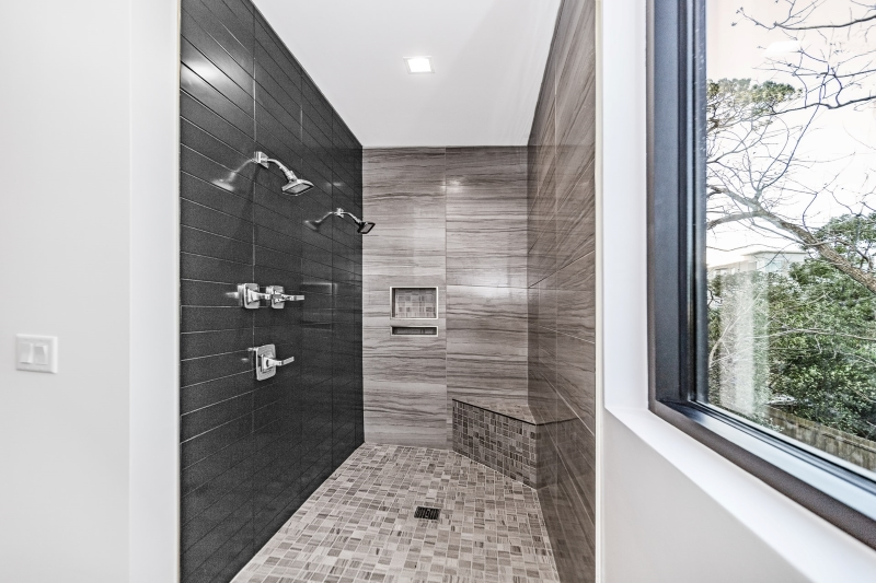 A curbless shower - modern minimalism