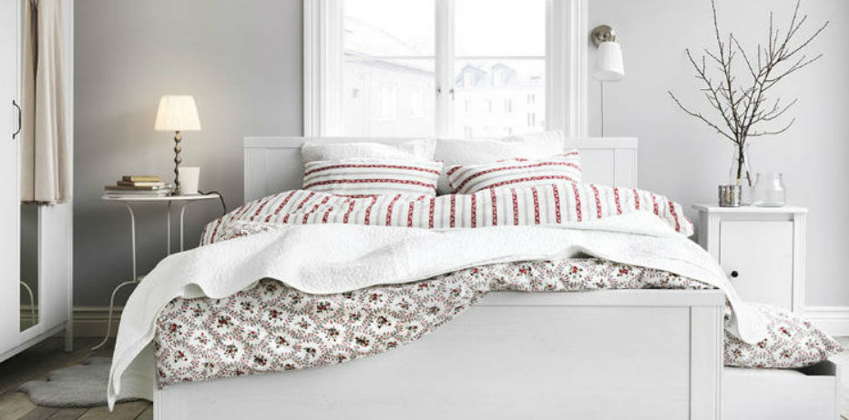 Bright Scandinavian bedroom - patterned linen