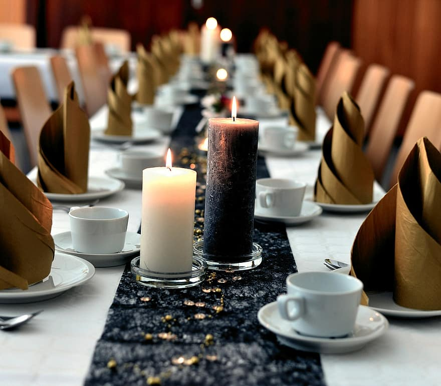 Black elements - unusual Christmas table decorations