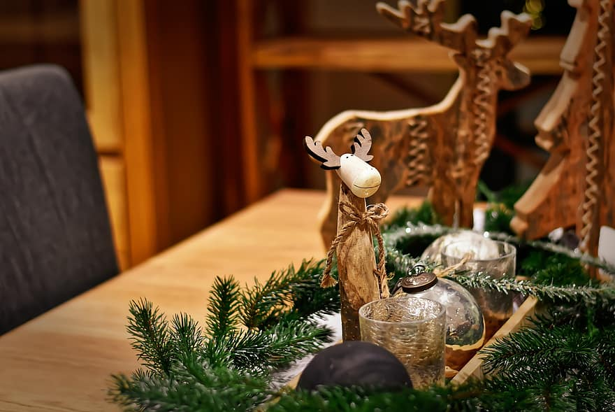 Christmas table decorations made of wood and pine