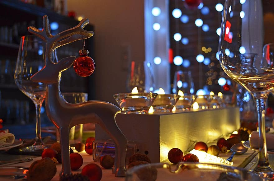 A well illuminated Christmas table - the absolute essential