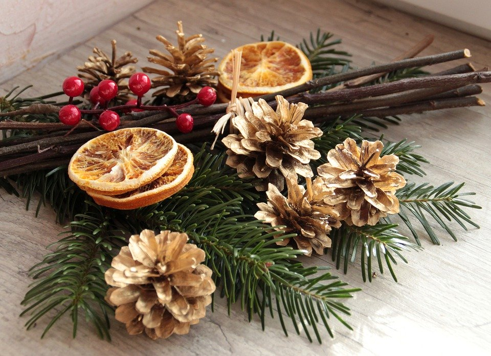Christmas table decorations - natural ornaments and centerpieces