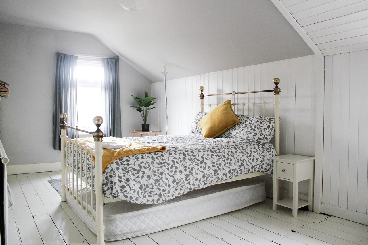 A white bedroom - minimalism and simple Hamptons style