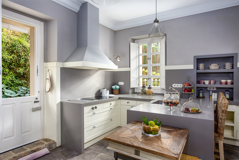 A modern grey kitchen - bright shades