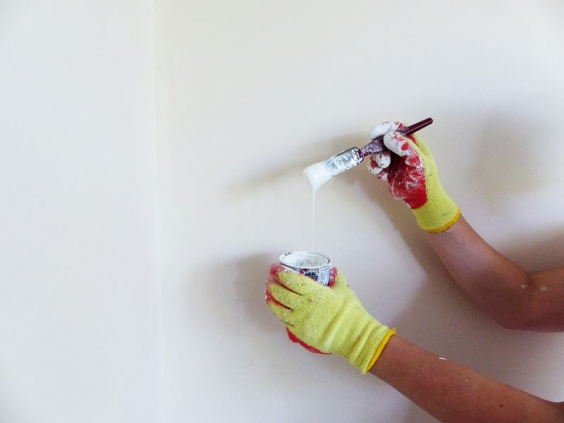 Brush or roller? Wall painting techniques
